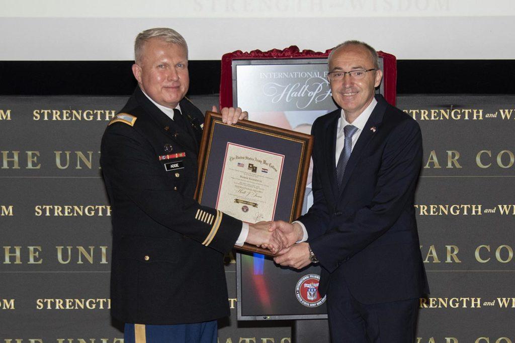 Potpredsjednik Vlade i ministar obrane Damir Krstičević svečano primljen u Kuću slavnih američke Ratne škole
